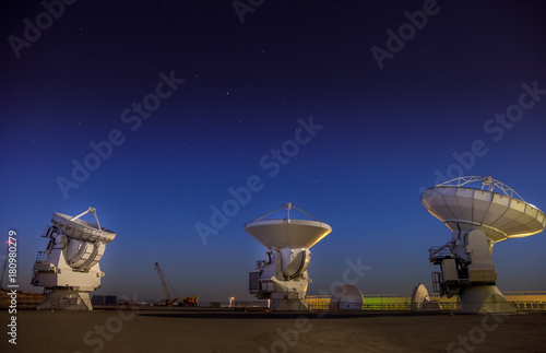 Photo ALMA, base station of the worldwide biggest telescope Array at night, Chile