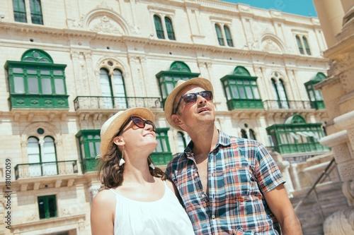 Foto  Tourists couple in Valletta, Malta