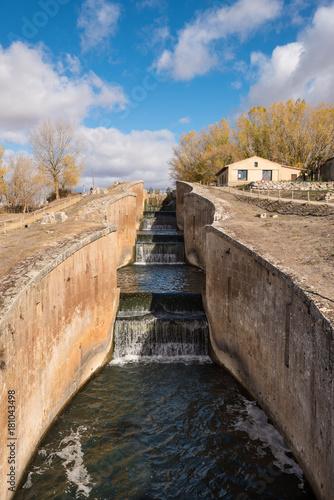 Tuinposter Kanaal Canal de Castilla, famous Landmark in Fromista, Palencia, Castilla y Leon, Spain.