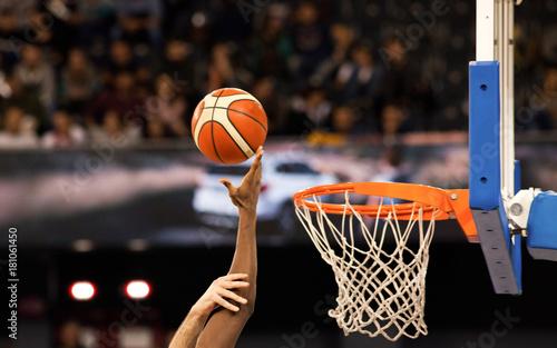 Papel de parede  scoring during a basketball game - ball in hoop