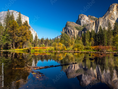 Fotobehang Natuur Park Yosemite Fall 2017