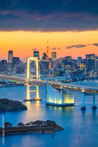 Foto auf AluDibond Tokio Tokyo. Cityscape image of Tokyo, Japan with Rainbow Bridge during sunset.