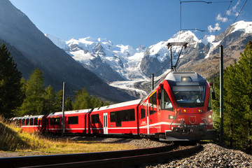 Fototapeta switzerland train at moteratsch glacier Bernina