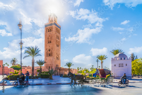 In de dag Marokko Koutoubia Mosque minaret located at medina quarter of Marrakesh, Morocco