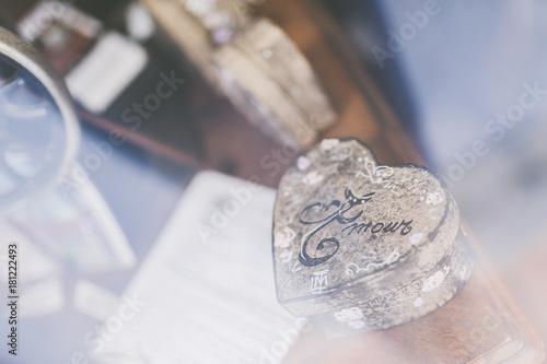 Photographie  Petite boîte avec inscription Amour