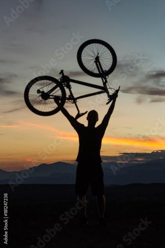 Foto op Plexiglas Fietsen silueta ciclismo montaña