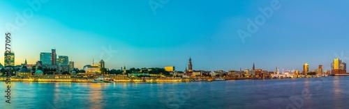 Fotobehang Oceanië Night view of the panorama of Elbe riverside with the elbphilharmonie building in Hamburg