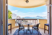 Luxury Apartments With Sea Vie...