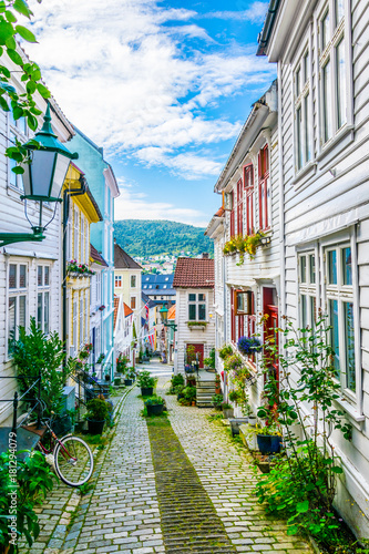 Photo  View of an old wooden house in the norwegian city Bergen.