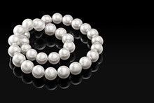 Luxury White Pearl Necklace On...