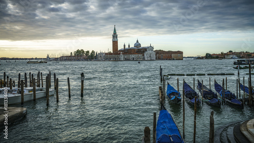 In de dag Gondolas gondolas under dark cloudy sky in front of the Basilika San Giorgio Maggiore in venice 8