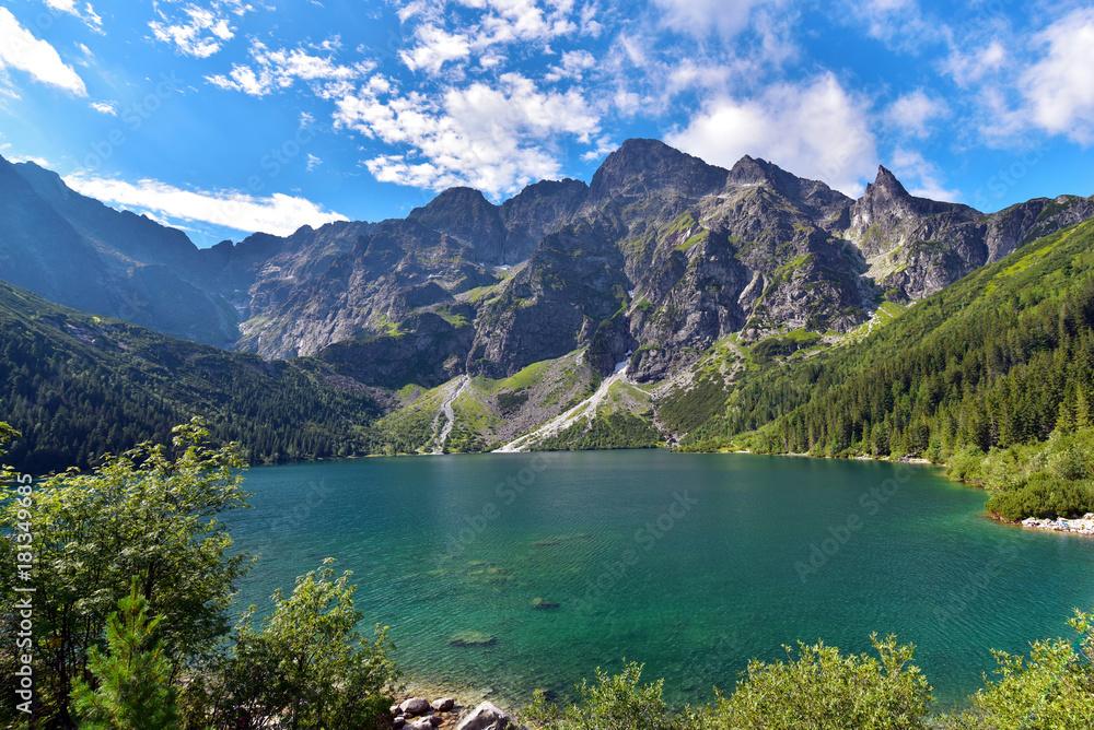 Zielona woda Morskie Oko jezioro w lecie, Tatrzańskie góry, Polska <span>plik: #181349685   autor: akturer</span>