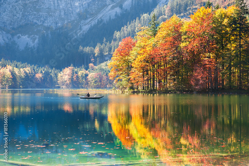 Photo sur Aluminium Automne Hinterer Langbathsee lake in Austrian Alps.
