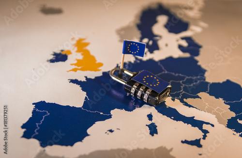 Cuadros en Lienzo  Padlock over EU map, GDPR metaphor