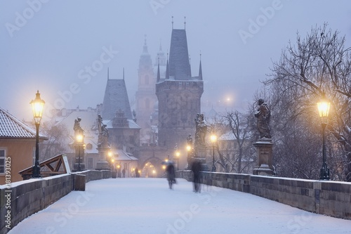 Staande foto Praag Romantic wintertime on the Charles Bridge