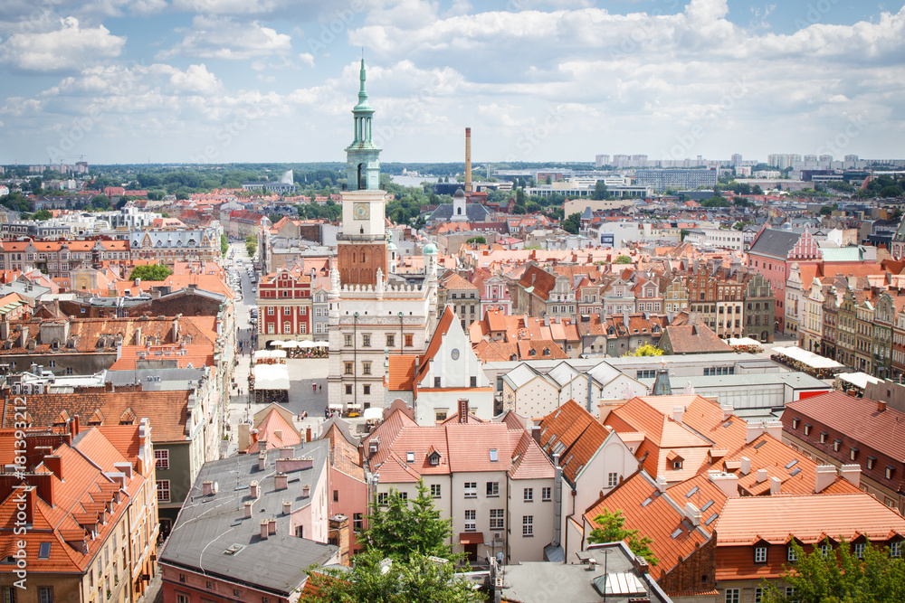 Fototapety, obrazy: Ratusz, stare i nowoczesne budynki w polskim mieście Poznań
