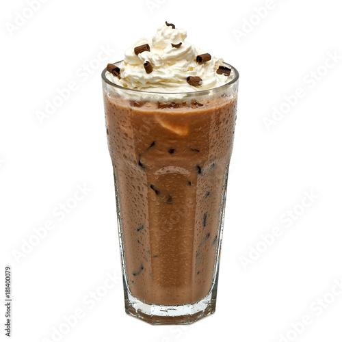 Plakat Lukrowa kawowa mokka w szkle z śmietanką odizolowywającą na białym tle wliczając ścinek ścieżki