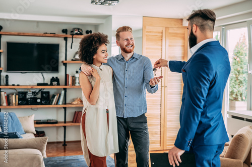Valokuvatapetti Young couple buying new home
