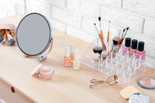 Cosmetic Set With Mirror On Dr...