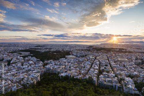 Zdjęcie XXL Widok akropol i miasto Ateny od Lycabettus wzgórza przy zmierzchem, Grecja.