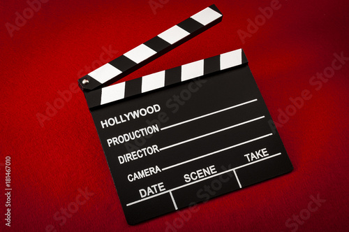Photo  Hollywood and the movie industry concept with a vintage movie clapper board on r