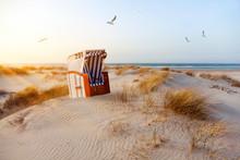 Strandkorb In Den Dünen Bei A...