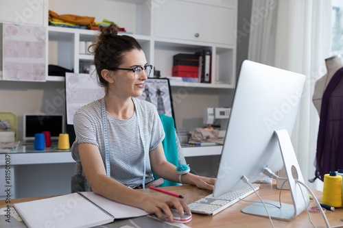 Photo  Female designer working on personal computer