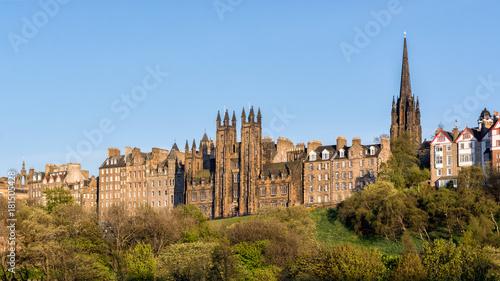 Obraz na płótnie Widok Edynburg, Szkocja z jasnym niebieskim niebem.