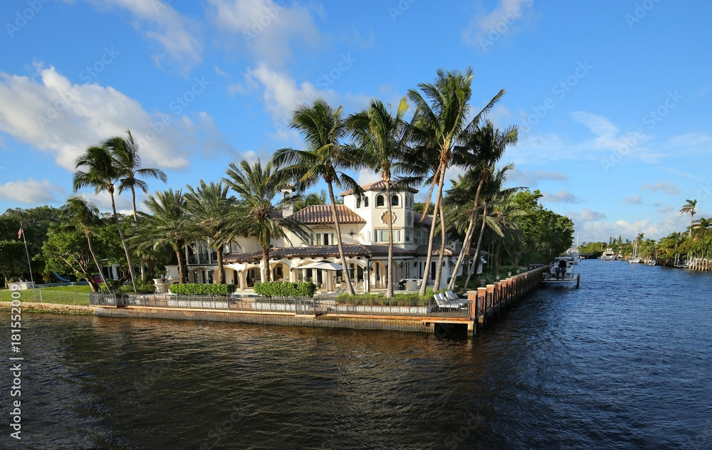 Fototapeta Exquisite waterfront home on the Intracoastal Waterway in Fort Lauderdale, Florida, USA.