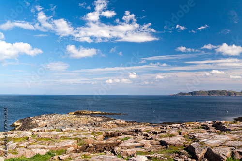 Fotobehang Kust The rocky beach on the coast of the Barents Sea