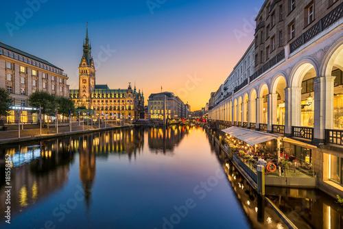 Foto auf AluDibond Europäische Regionen Rathaus von Hamburg, Deutschland