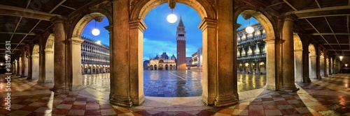 Spoed Foto op Canvas Venetie Piazza San Marco hallway night panorama view