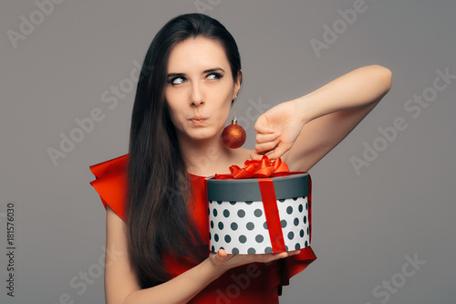 Woman with Christmas Present Ready for Glamour Party Fototapet