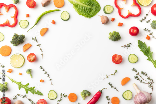 Photo  circle of cut vegetables