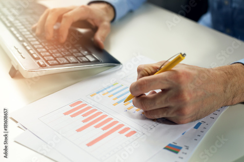 office clerk working with statistical reports and entering data into a computer Tapéta, Fotótapéta