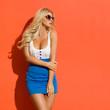 Leinwanddruck Bild - Sexy Blond Woman Is Looking Away Over The Shoulder