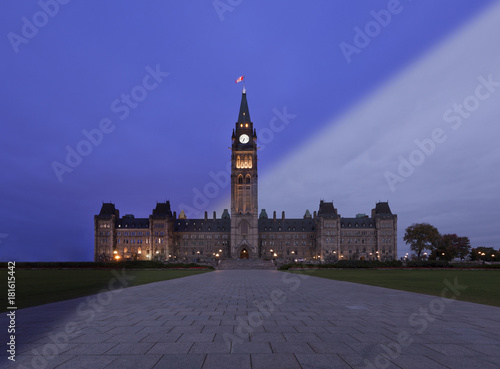 Spoed Foto op Canvas Canada Ottawa Parliament twilight transition