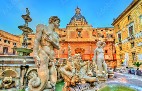 Photo sur Aluminium Palerme Fontana Pretorian with nude statues in Palermo, Italy