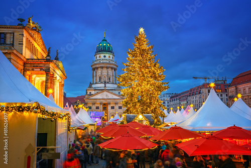 Photo  Christmas market, French church and konzerthaus in Berlin, Germany