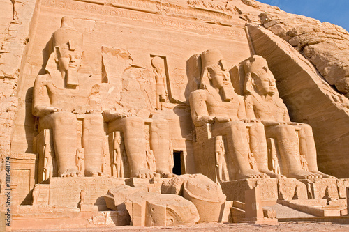 Foto  Statue of Pharaoh Ramses II at the Temple of Abu Simbel - Egypt