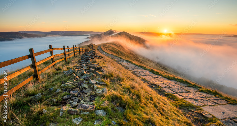 Fototapety, obrazy: Thick cloud inversion with morning sun casting golden light on the landscape. Taken at Mam Tor in the English Peak District.