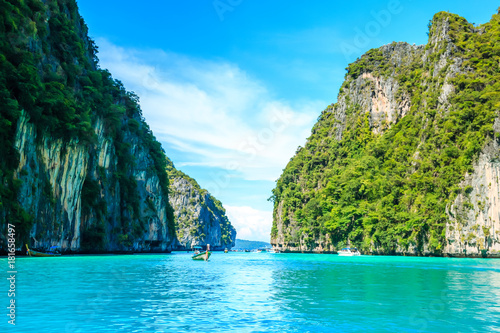 Fotomural Boat in MAYA Bay Phi Phi Islands Andaman sea  Krabi Thailand.