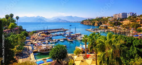 Foto op Aluminium Turkije Panorama of the Antalya Old Town port, Turkey