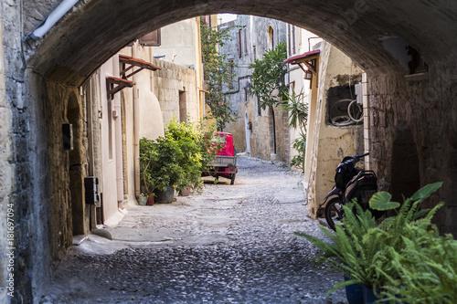 Fototapeta uliczka starego zabytkowego miasta na wyspie Rodos obraz