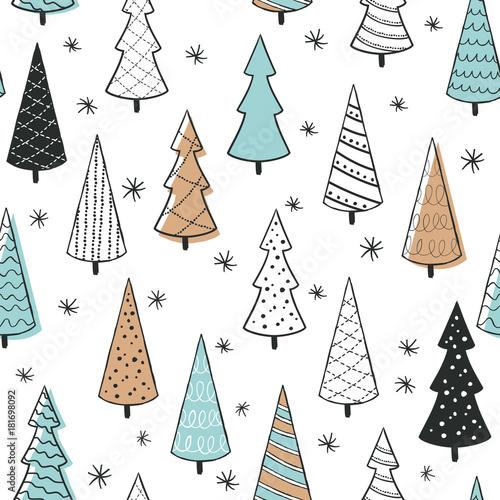 Stoffe zum Nähen Niedliche Musterdesign mit Weihnachtsbaum. Hand-Drawn Vektor-Illustration. Umwickeln Papiermuster. Hintergrund mit abstrakten Elementen.