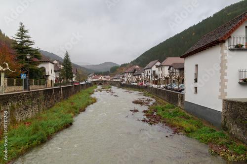 Fotografía  Navarre villages in autumnal season