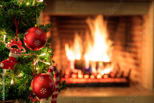 Foto op Canvas Kerstmis Christmas tree on burning fireplace background