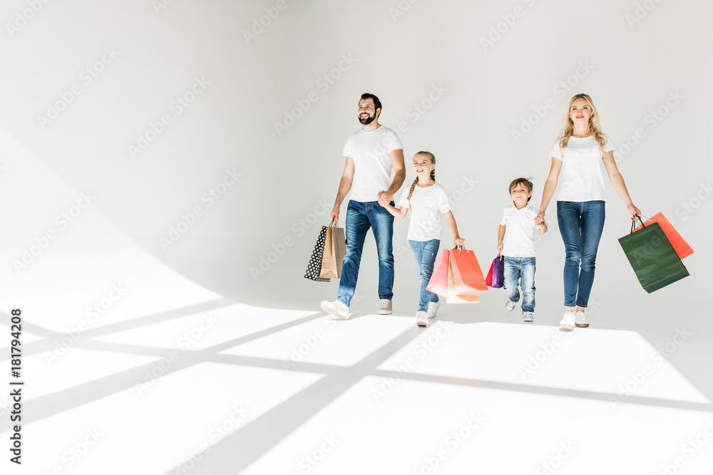 Fototapeta family with shopping bags