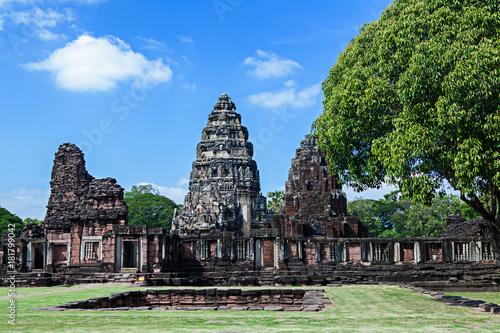 Foto op Aluminium Rudnes phimai Historical and ancient stone castle in thailand