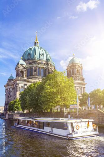 Staande foto Berlijn Spreerundfahrt vor dem Berliner Dom